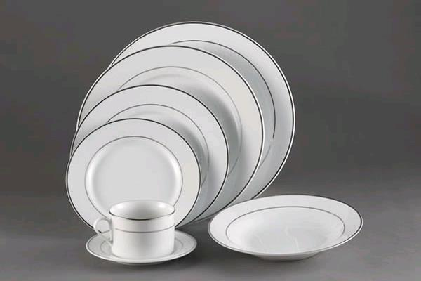 Rent White W/ Platinum Rim Dinnerware